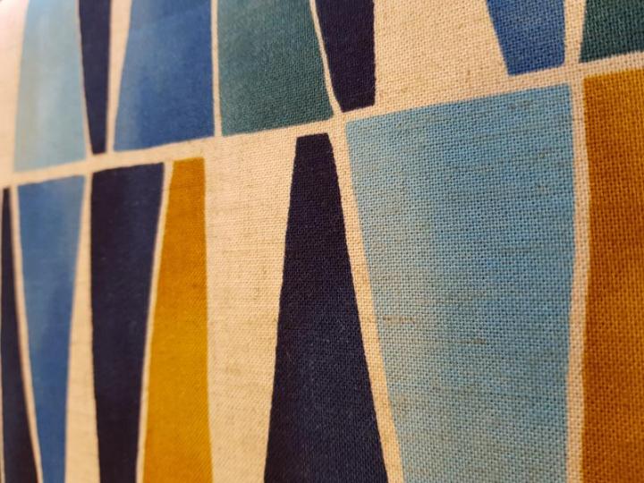 Tecido 100% algodão  triangles Blue and Occhre 70% rayon  30% linen